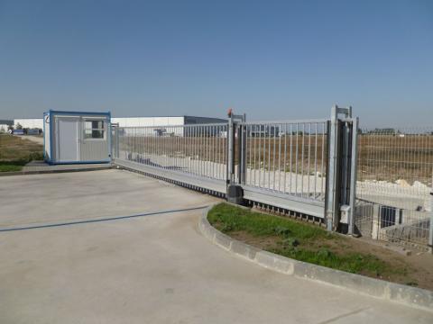 Delta gate